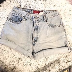 VINTAGE LEVIS 1990S HIGH WAISTED MOM SHORTS
